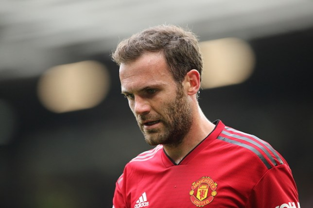 Juan Mata has signed a new Manchester United contract keeping him at the club until 2021