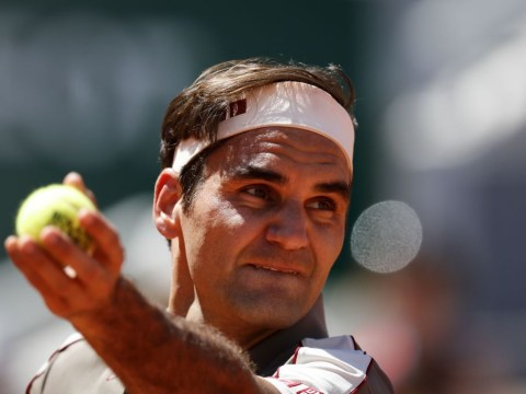 Roger Federer sets quarter-final showdown with Wawrinka or Tsitsipas after routine win