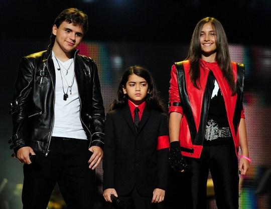 Révélation: Michael Jackson n'a pas été enterré, ses enfants «portent ses cendres autour du cou»