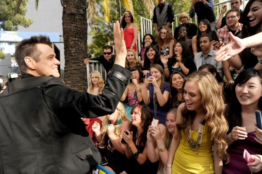 Jim Carrey with fans at the 2011 MTV Movie Awards