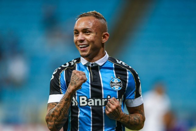 Arsenal news: Everton Soares learning English as transfer ...