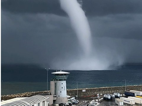 Huge waterspout spotted off the coast of Corsica