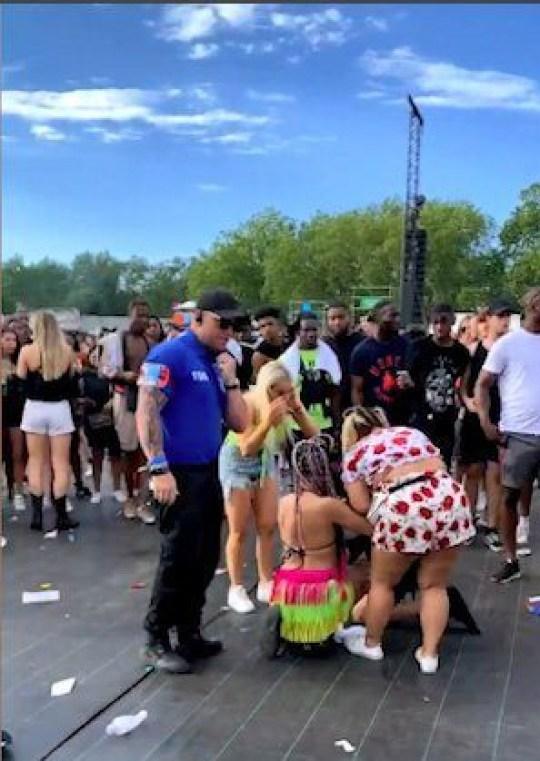 huge brawl breaks out at Wireless festival Twitter/josh_westonn