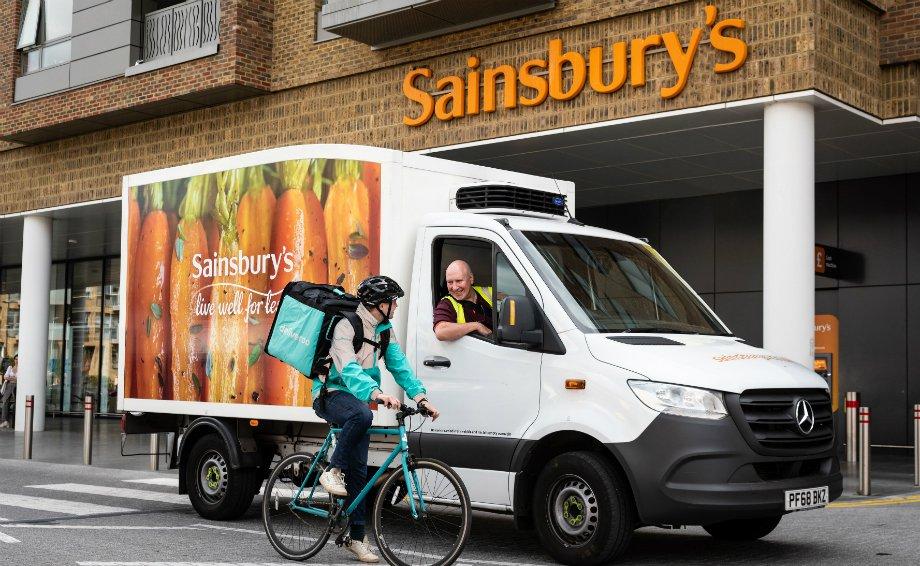 Sainsbury's motorist articulate to a Deliveroo motorist