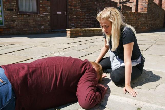 Craig is left for dead in Coronation Street