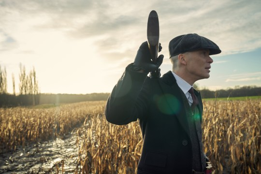 Cillian Murphy (Tommy Shelby) in Peaky Blinders | Series 5 (BBC One) | Episode 03 Photographer: Robert Viglasky ?? Caryn Mandabach Productions Ltd. 2019