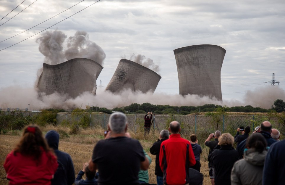 Didcot Power Station was demolished this morning (Picture: SWNS)
