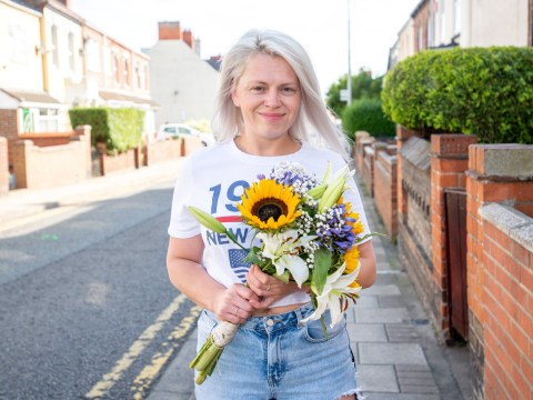 Woman honours late mother by giving away free flowers to strangers in street