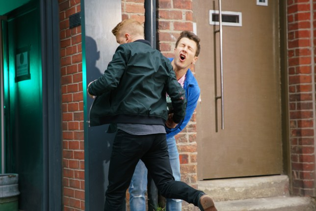 Gary beats Ryan in Coronation Street