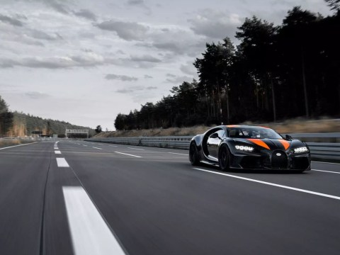 Watch a Bugatti Chiron break the mythical 300mph speed barrier