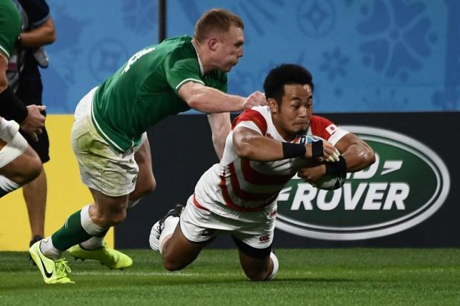 Kenki Fukuoka dives to score Japan's first try