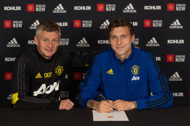 Ole Gunnar Solskjaer and Victor Lindelof posing as the latter signs a new Manchester United contract