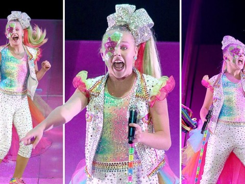 JoJo Siwa stacks it on stage as YouTuber and her bows continue tour