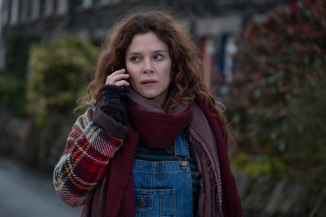 KUDOS FOR ITV DEEP WATER Episode 6 Pictured: ANNA FRIEL as Lisa Kallisto. This photograph must not be syndicated to any other company, publication or website, or permanently archived, without the express written permission of ITV Picture Desk. Full Terms and conditions are available on www.itv.com/presscentre/itvpictures/terms For further information please contact: Patrick.smith@itv.com 0207 1573044