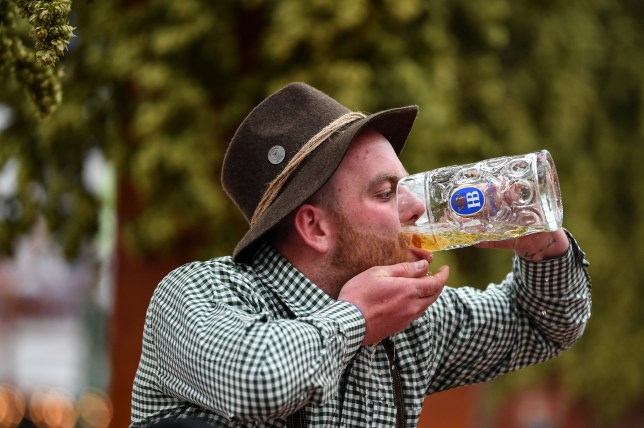epa07859023 A visitor downs a mug of beer at the Hofbraeu tent during the opening day of the 186th Oktoberfest beer festival on the Theresienwiese in Munich, Germany, 21 September 2019. The Munich Beer Festival is the world's largest traditional beer festival and runs from 21 September to 06 October. EPA/PHILIPP GUELLAND