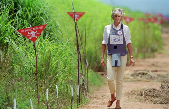 ANGOLA - JANUARY 05: Diana, Princess of Wales wearing protective body armour and a visor visits a landmine minefield being cleared by the charity Halo in Huambo, Angola (Photo by Tim Graham Photo Library via Getty Images)