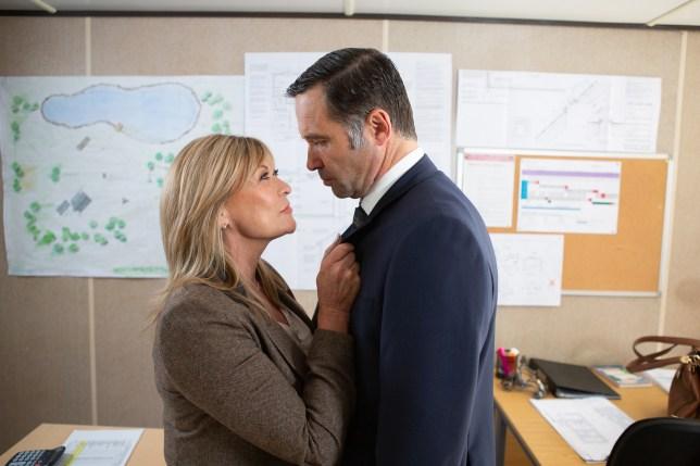 Kim seduces Graham in Emmerdale
