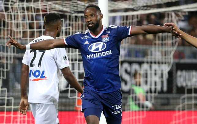 AMIENS, FRANCE - SEPTEMBER 13: Moussa Dembele of Lyon celebrates his first goal during the French Ligue 1 match between Amiens SC and Olympique Lyonnais (OL, Lyon) at Stade de la Licorne on September 13, 2019 in Amiens, France. (Photo by Jean Catuffe/Getty Images)