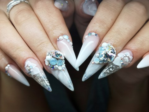 Bride uses dad's ashes for her wedding day nails