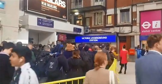 Victoria station chaos 8.10.19 (Picture: @AntoineSpeaker)