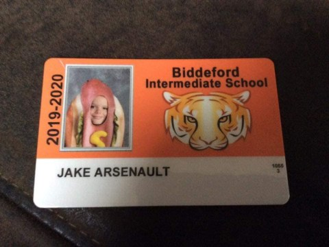 Parents dare kid to dress as hot dog for school ID photo, and he comes through big time