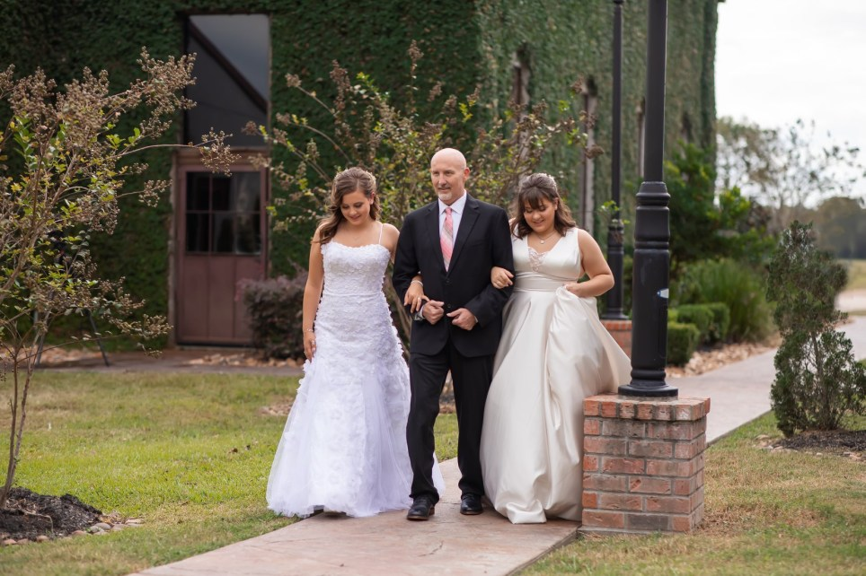 Nicole Halbert arranged a wedding day themed photo shoot with her daughters Kaylee, 18, and Ashlee, 16 with her husband, their father, Jason Halbert who is terminally ill.