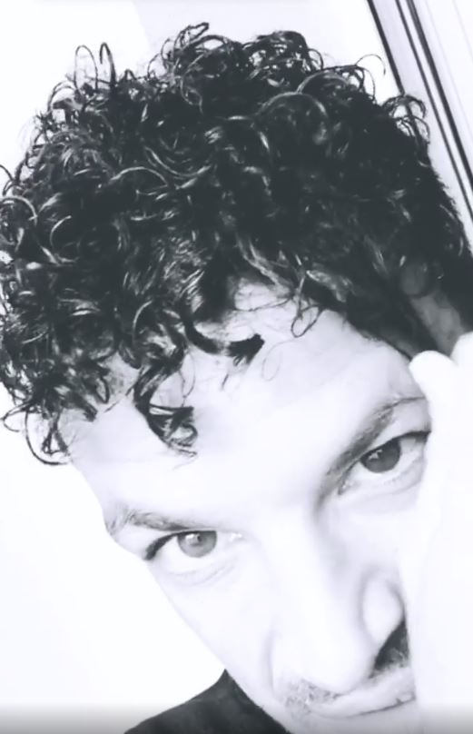 Peter Andre curls