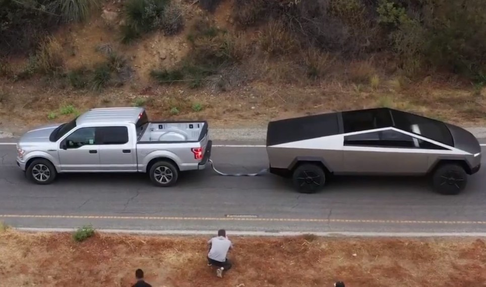 The Tesla Cybertruck (right) took on the Ford F150 (left) in a tug-of-war (Tesla)