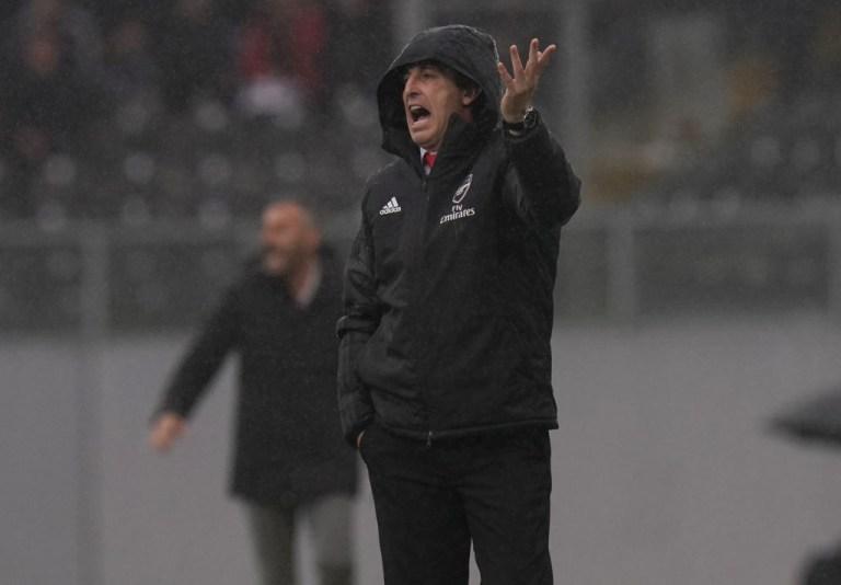 Unai Emery urges his team on during their draw against Vitoria