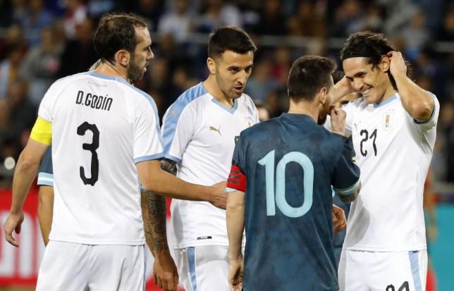 Lionel Messi argues with Edinson Cavani during Argentina's draw against Uruguay