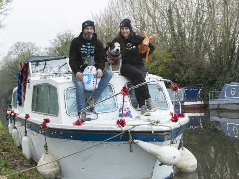 Man travels down the Thames with his dog to collect presents for the homeless