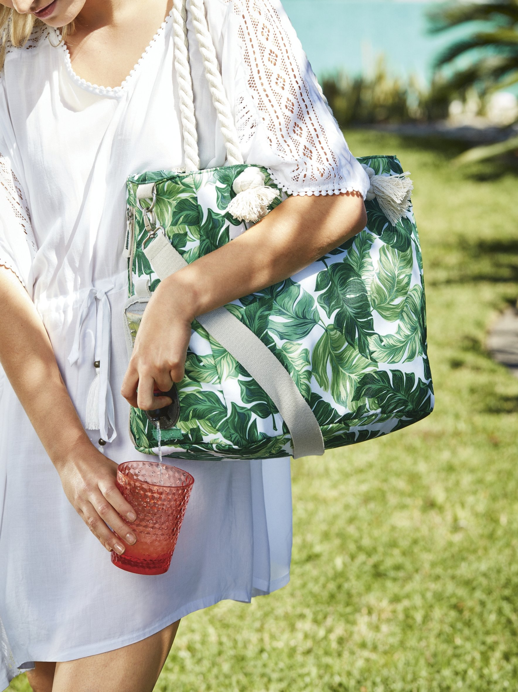 Drinksbag Coolbag  Winebag Take your Wine With you 1 Refreshment bag Included.