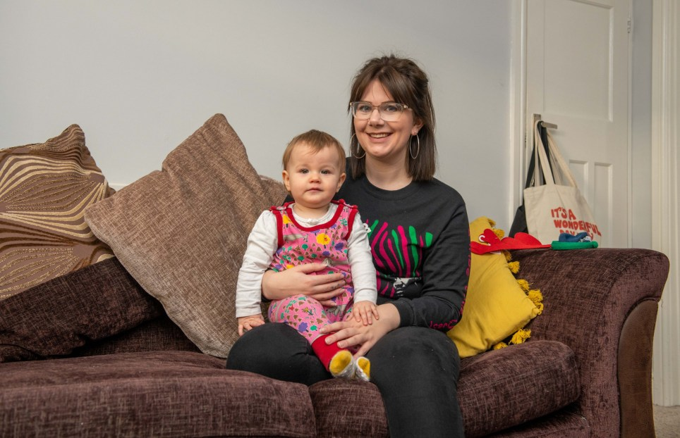 The Metro - What I rent in Hull. Megan and her daughter Isobel, sat in the lounge together. Surrounded by Christmas decorations. 07739026321 simonashtonpics@me.com