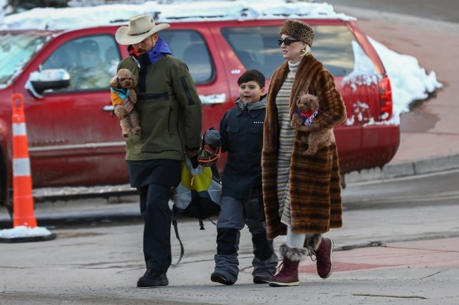 Aspen, CO - *EXCLUSIVE* Katy Perry and Orlando Bloom each carry a dog under their arm as they take Orlando's son Flynn snowboarding in Aspen. Pictured: Katy Perry, Orlando Bloom, Flynn Christopher Bloom BACKGRID USA 2 JANUARY 2020 USA: +1 310 798 9111 / usasales@backgrid.com UK: +44 208 344 2007 / uksales@backgrid.com *UK Clients - Pictures Containing Children Please Pixelate Face Prior To Publication*