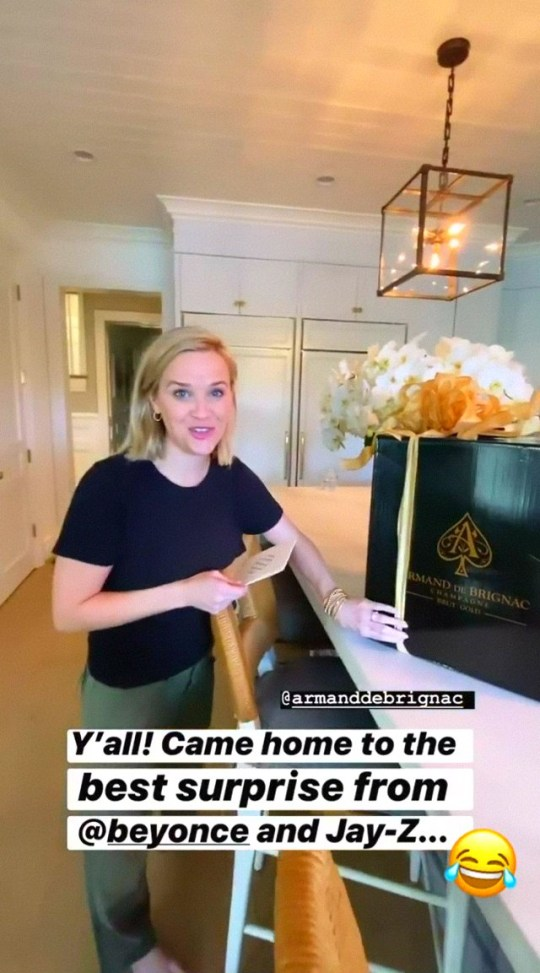 Reese Witherspoon receives bubbles from Beyonce and Jay Z after she asked for a glass at Globes