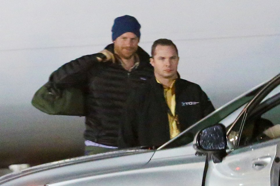 Sidney, CANADA - Prince Harry spotted for the first time as he arrives in Victoria, BC to meet up with his wife Meghan Markle. Pictured: Prince Harry, Duke of Sussex BACKGRID USA 20 JANUARY 2020 USA: +1 310 798 9111 / usasales@backgrid.com UK: +44 208 344 2007 / uksales@backgrid.com *UK Clients - Pictures Containing Children Please Pixelate Face Prior To Publication*