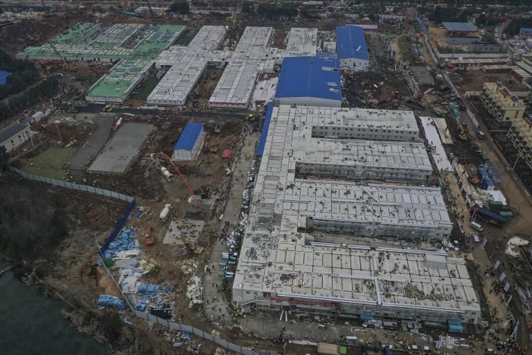 WUHAN, CHINE - 02 FÉVRIER: (CHINE OUT) La construction de l'hôpital de Huoshenshan touche à sa fin le 2 février 2020 à Wuhan, en Chine.  L'hôpital de campagne spécialisé d'urgence de 25 000 mètres carrés, d'une capacité de 1 000 lits, est en cours de construction pour traiter les patients de l'épidémie mortelle de coronavirus à Wuhan.  (Photo par Stringer / Getty Images) *** BESTPIX ***
