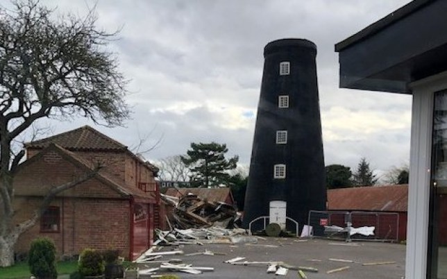 Storm Ciara has torn the blades off the top of the historic Burgh Le Marsh windmill in Lincolnshire. 9 Feb 2020