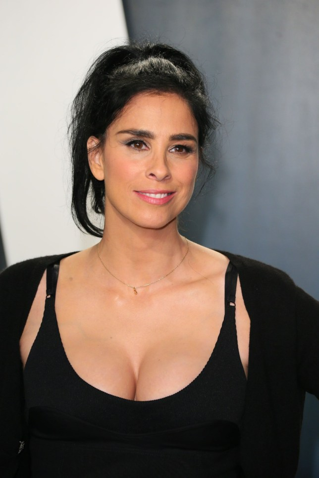 Sarah Silverman attends the 2020 Vanity Fair Oscar Party following the 92nd annual Oscars at The Wallis Annenberg Center for the Performing Arts in Beverly Hills on February 9, 2020. (Photo by Jean-Baptiste Lacroix / AFP) (Photo by JEAN-BAPTISTE LACROIX/AFP via Getty Images)