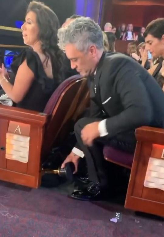 Taika Waititi hiding Oscar