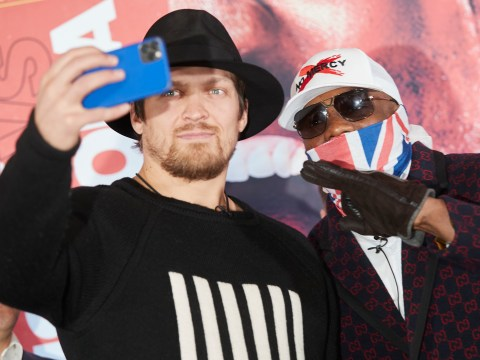 Oleksandr Usyk takes selfie with Derek Chisora during face-off and sprays disinfectant