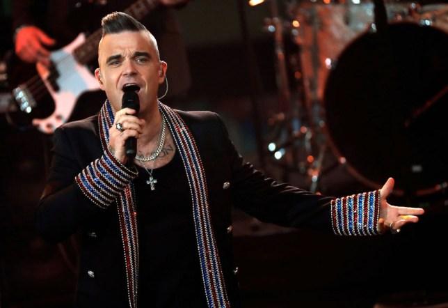 BERLIN, GERMANY - DECEMBER 07: British singer Robbie Williams performs onstage during the Ein Herz Fuer Kinder Gala show at Studio Berlin Adlershof on December 7, 2019 in Berlin, Germany. (Photo by Felipe Trueba - Pool/Getty Images)