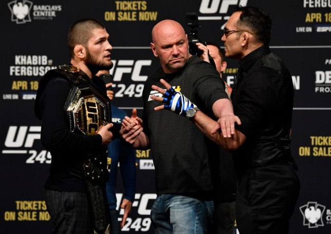 Dana White stands in between Tony Ferguson and Khabib Nurmagomedov during a UFC press conference