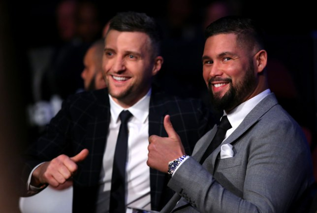 Tony Bellew and Carl Froch give the thumbs up at ringside