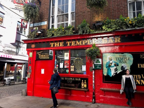 Ireland to close all pubs and bars in coronavirus crackdown