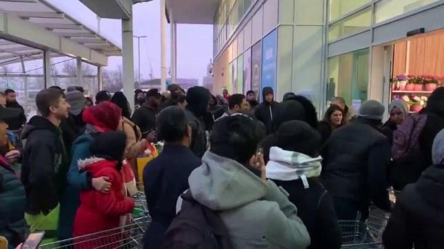 Asda store opens in Wembley amid Coronavirus crisis. 19.03.20 (Picture: @billsnaddon)