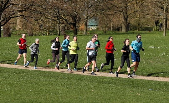 People in an exercise group jog in Hyde Park as the spread of the coronavirus disease (COVID-19) continues. London, Britain March 21, 2020 REUTERS/Peter Nicholls