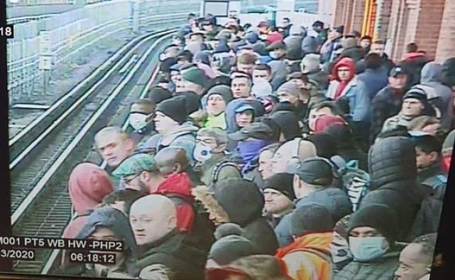 A packed London Underground tube train this morning as commuters still use public transport despite Boris Johnson???s message to stay at home regarding the coronavirus outbreak. Picture taken 24th March 2020. Triangle News / 02031765581 / contact@trianglenews.co.uk