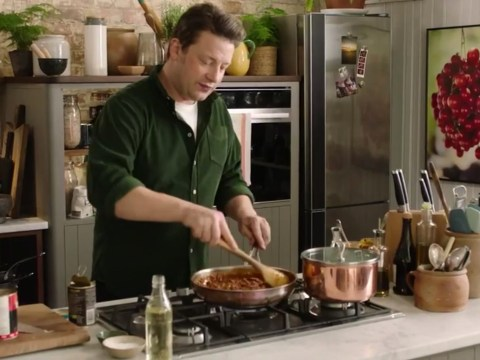 Jamie Oliver reveals secret to perfect quick 'corner shop' curry and minestrone soup