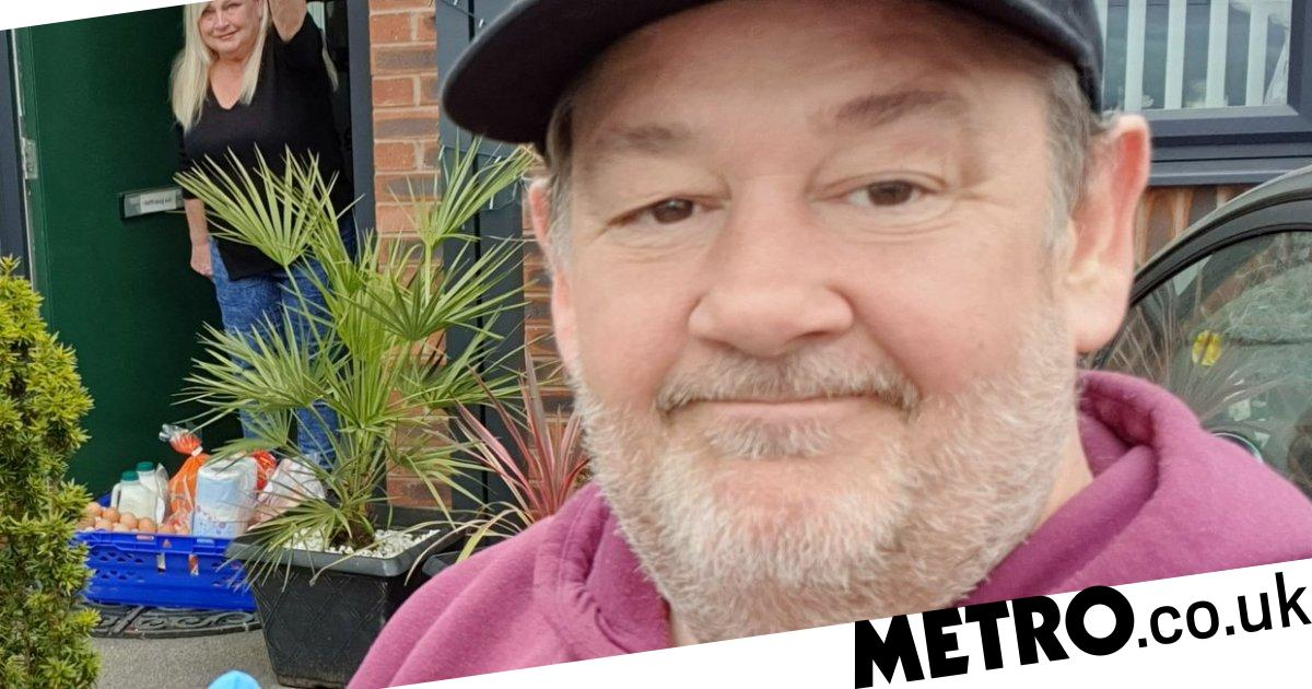 Johnny Vegas takes 'safe distance selfie' as he delivers food amid coronavirus